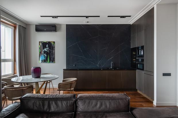 Квартира 80 м² в оттенках натурального дерева и латуни (фото 8)