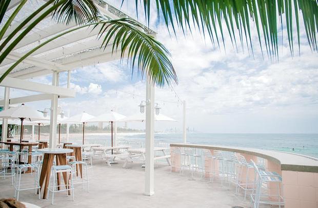 Пляжный клуб на берегу океана в Австралии (фото 0)