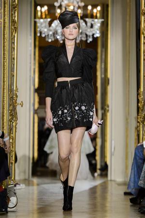 Показ Ulyana Sergeenko коллекции сезона Весна-лето  2016 года Haute couture - www.elle.ru - Подиум - фото 603024