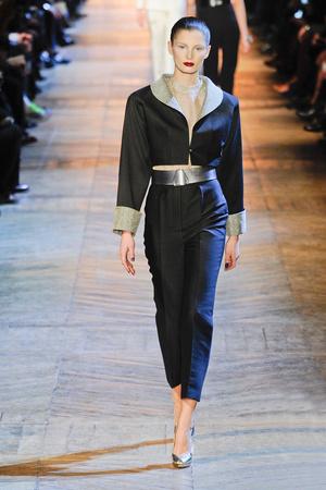 Показы мод Yves Saint Laurent Осень-зима 2012-2013 | Подиум на ELLE - Подиум - фото 1404