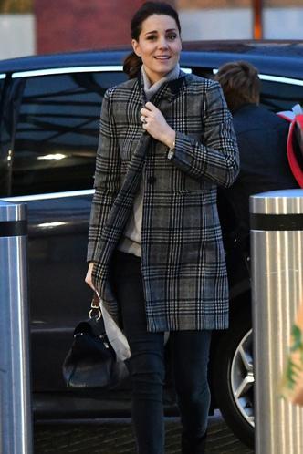 Новый выход беременной Кейт Миддлтон в пальто Zara (фото 1)