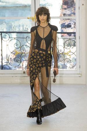 Показ Louis Vuitton коллекции сезона Весна-лето  2017 года Prêt-à-porter - www.elle.ru - Подиум - фото 613463