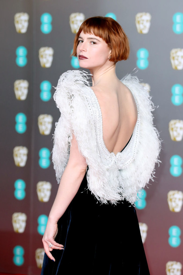 Как птица: Джесси Бакли в Miu Miu на премии BAFTA 2020 (фото 3)