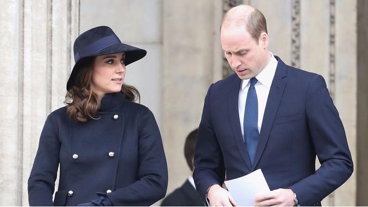 Кейт Миддлтон с принцами Гарри и Уильямом на службе в Кенсингтоне (фото 5)