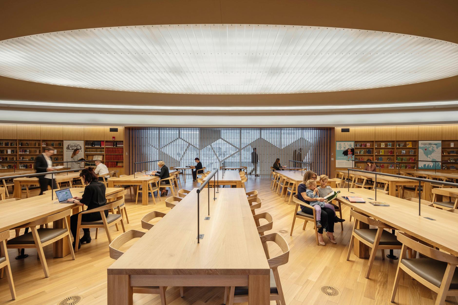 В Калгари открылась городская библиотека по проекту Snøhetta (галерея 10, фото 2)