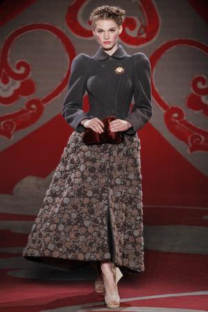 Показ Ulyana Sergeenko коллекции сезона Осень-зима 2012-2013 года haute couture - www.elle.ru - Подиум - фото 404215