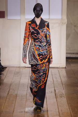 Показ Maison Martin Margiela коллекции сезона Весна-лето 2014 года haute couture - www.elle.ru - Подиум - фото 575100