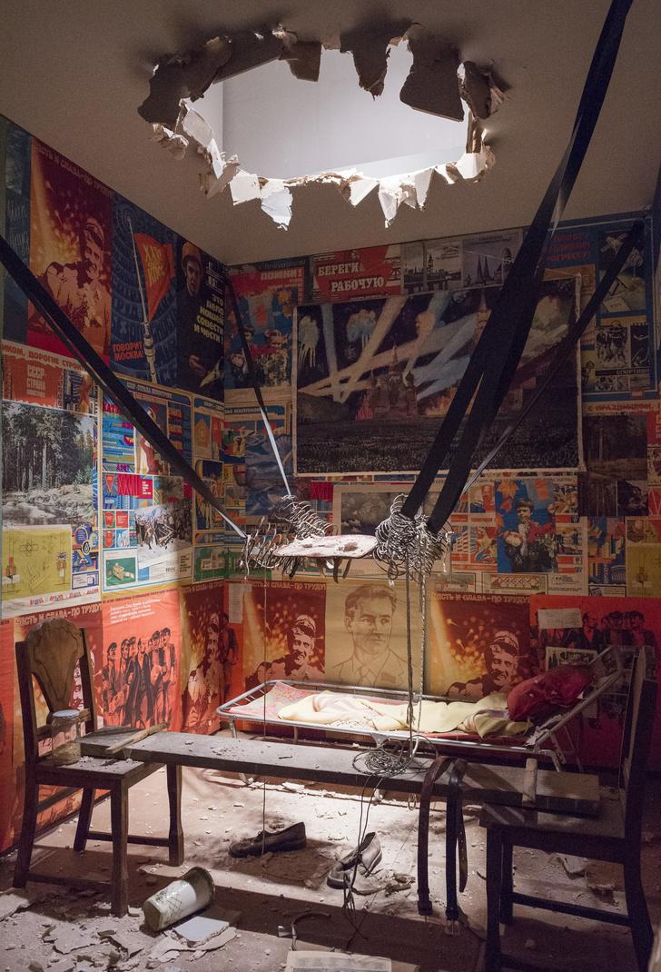 Архитектор Евгений Асс о выставке Кабаковых «В будущее возьмут не всех» (фото 0)