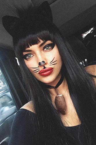 Catwoman: сексуальный образ Ирины Шейк по случаю Хэллоуина фото [1]