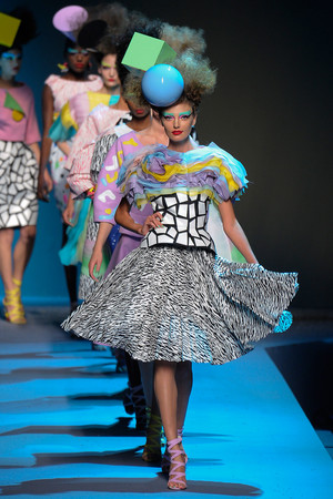 Показ Christian Dior коллекции сезона Осень-зима 2011-2012 года Haute couture - www.elle.ru - Подиум - фото 277103