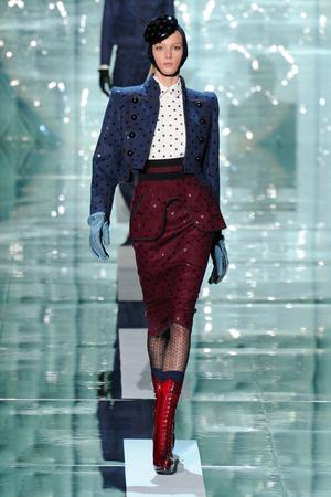 Показы мод Marc Jacobs Осень-зима 2011-2012 | Подиум на ELLE - Подиум - фото 2376