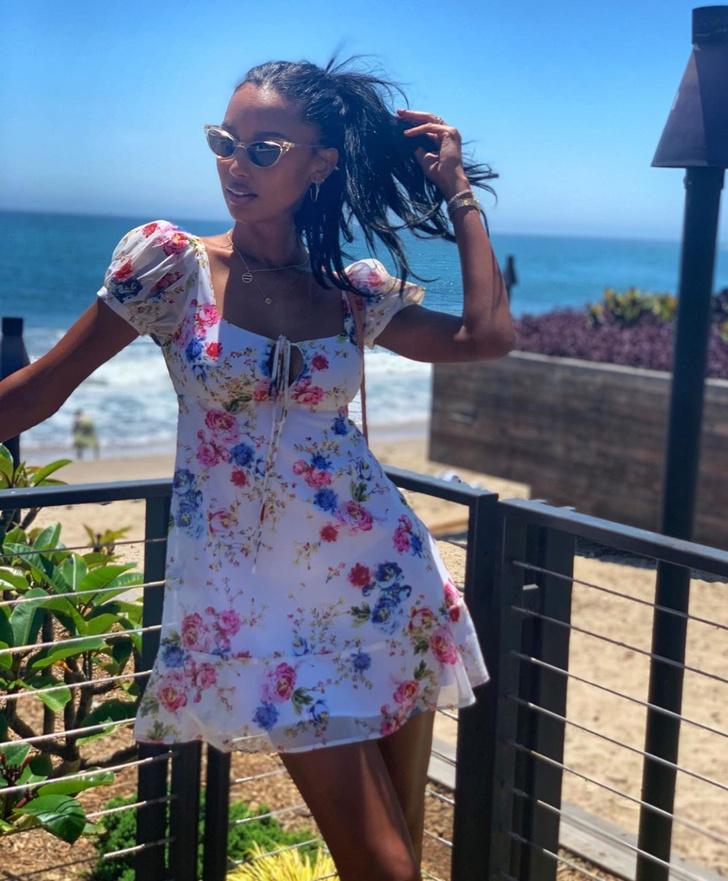 Идеальное летнее платье для отпуска —  берем пример с Жасмин Тукс (фото 2)