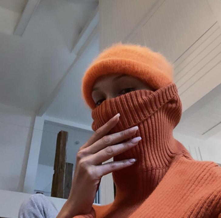 Резкое похолодание: Белла Хадид умеет одеваться ярко в любую погоду (фото 1)