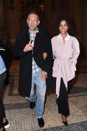Венсан Кассель и Тина Кунаки на Неделе Высокой моды в Париже (фото 1)
