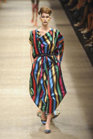 Показ Vivienne Westwood коллекции сезона Весна-лето 2011 года prêt-à-porter - www.elle.ru - Подиум - фото 189071