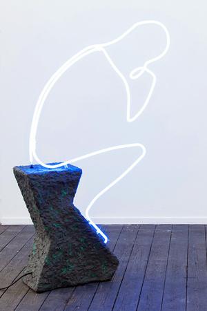 Тренд: украшения и аксессуары в цвете electric blue фото [2]