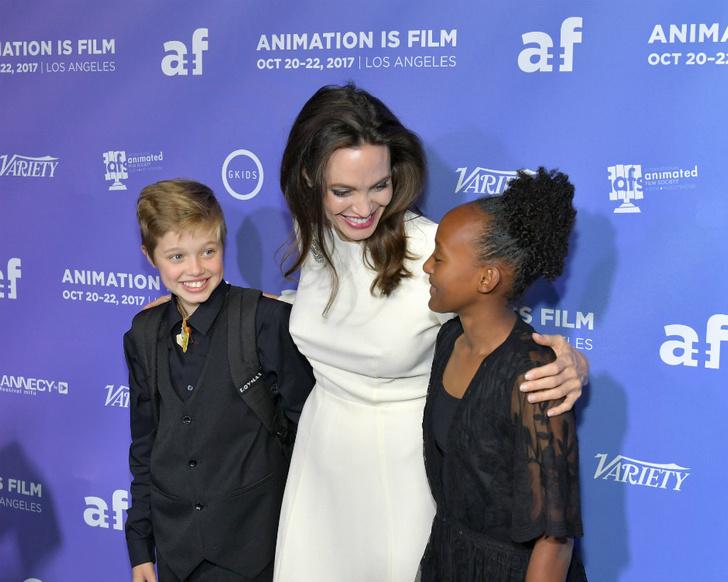 Анджелина Джоли с дочерьми на премьере в Голливуде фото [3]