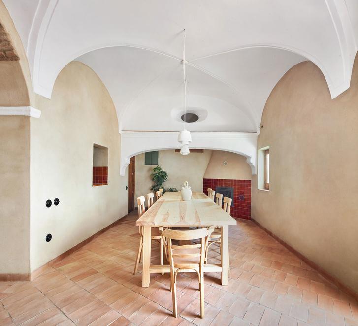 Домик в деревне: гестхаус в Испании от студии Lucas y Hernandez-Gil (фото 2)