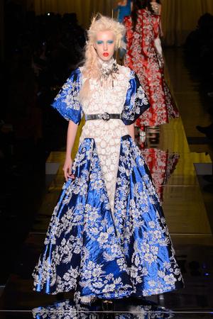 Показ Jean Paul Gaultier коллекции сезона Весна-лето  2017 года Haute couture - www.elle.ru - Подиум - фото 616796