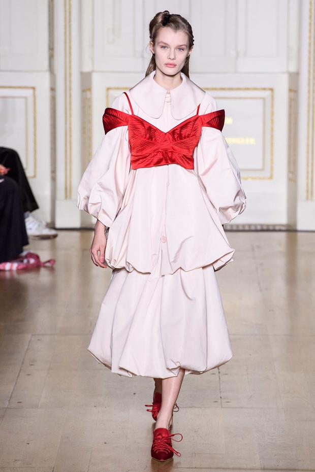 Хлоя Севиньи стала моделью на показе Simon Rocha в Лондоне (фото 12)