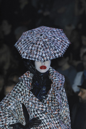 Показ Alexander McQueen коллекции сезона Осень-зима 2009-2010 года Prêt-à-porter - www.elle.ru - Подиум - фото 97064