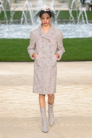 Показ Chanel коллекции сезона Весна-лето 2018 года Haute couture - www.elle.ru - Подиум - фото 674001