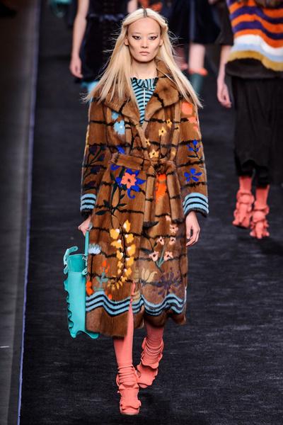 Самые красивые образы Недели моды в Милане   галерея [1] фото [29]