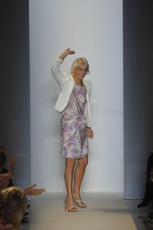 Показы мод Vanessa Bruno Весна-лето 2011 | Подиум на ELLE - Подиум - фото 2489