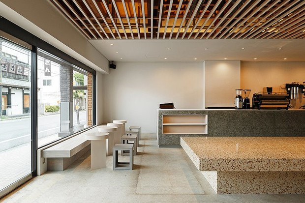 Аскетичное кафе в Японии (фото 6)