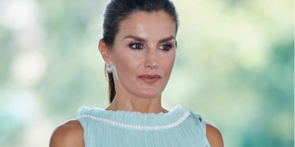Лазурный шелк и белоснежное кружево: два образа королевы Летиции на Кубе