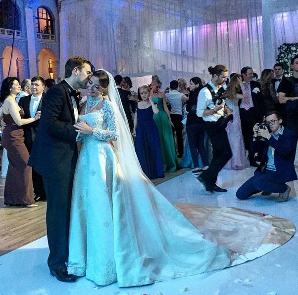 Галина Юдашкина в свадебном платье Valentin Yudashkin