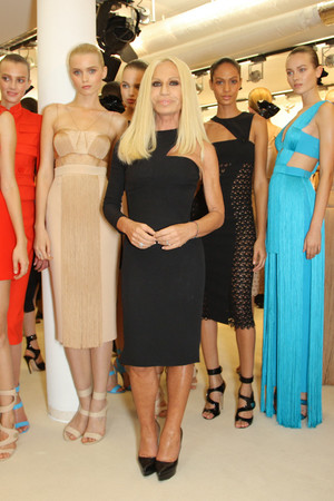 Показ Versace коллекции сезона Весна-лето 2011 года prêt-à-porter - www.elle.ru - Подиум - фото 185678