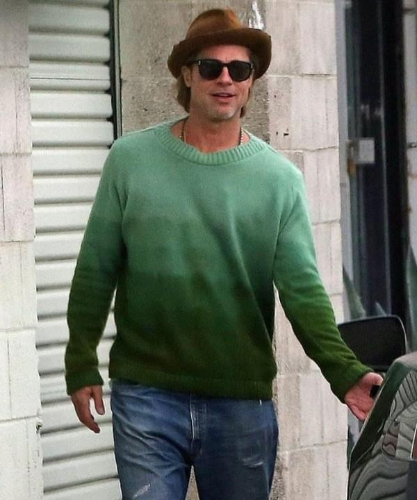 Стильный зеленый свитер Брэда Питта с градиентом