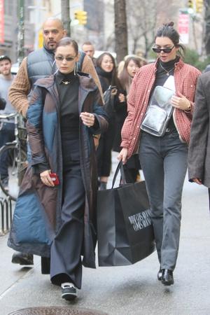 Модный отряд: Белла Хадид и Кендалл Дженнер в Нью-Йорке (фото 1)