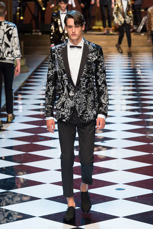 Показ Dolce & Gabbana коллекции сезона Весна-лето  2017 года Men prêt-à-porter - www.elle.ru - Подиум - фото 606694