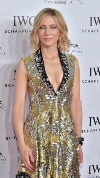Кейт Бланшетт в платье Louis Vuitton из пайеток на премии IWC Filmmakers (фото 3)