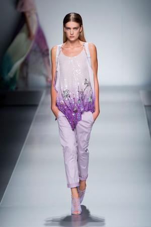 Показы мод Blumarine Весна-лето 2013 | Подиум на ELLE - Подиум - фото 1109