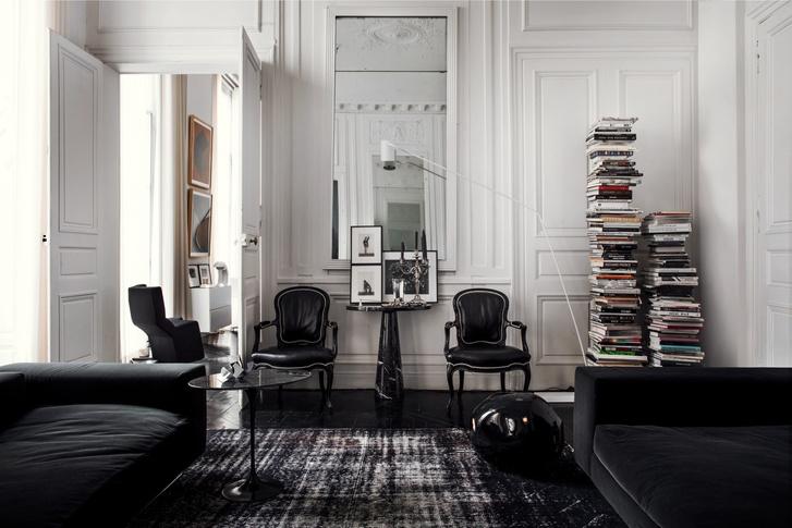 Черный квадрат: парижская квартира в старинном доме (фото 5)