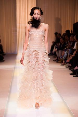 Показ Giorgio Armani Privé коллекции сезона Осень-зима 2013-2014 года haute couture - www.elle.ru - Подиум - фото 556407