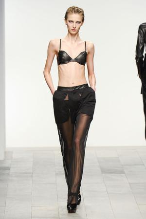 Показы мод Mark Fast Осень-зима 2011-2012 | Подиум на ELLE - Подиум - фото 2270