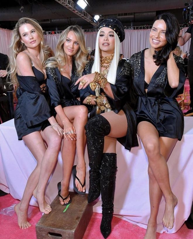 Первый взгляд за кулисы шоу Victoria's Secret 2018 (фото 8)