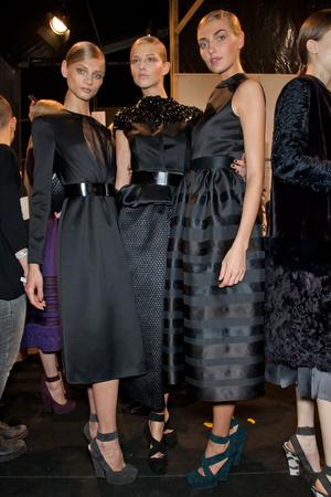 Показ Christian Dior коллекции сезона Осень-зима 2012-2013 года prêt-à-porter - www.elle.ru - Подиум - фото 379139