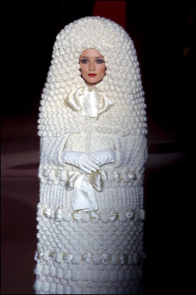 10 культовых свадебных платьев Ива Сен-Лорана (фото 16)