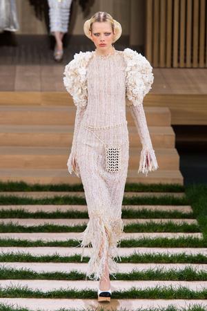 Показ Chanel коллекции сезона Весна-лето  2016 года haute couture - www.elle.ru - Подиум - фото 602762