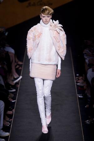 Показ Fendi коллекции сезона Осень-зима 2015-2016 года Haute couture - www.elle.ru - Подиум - фото 597118