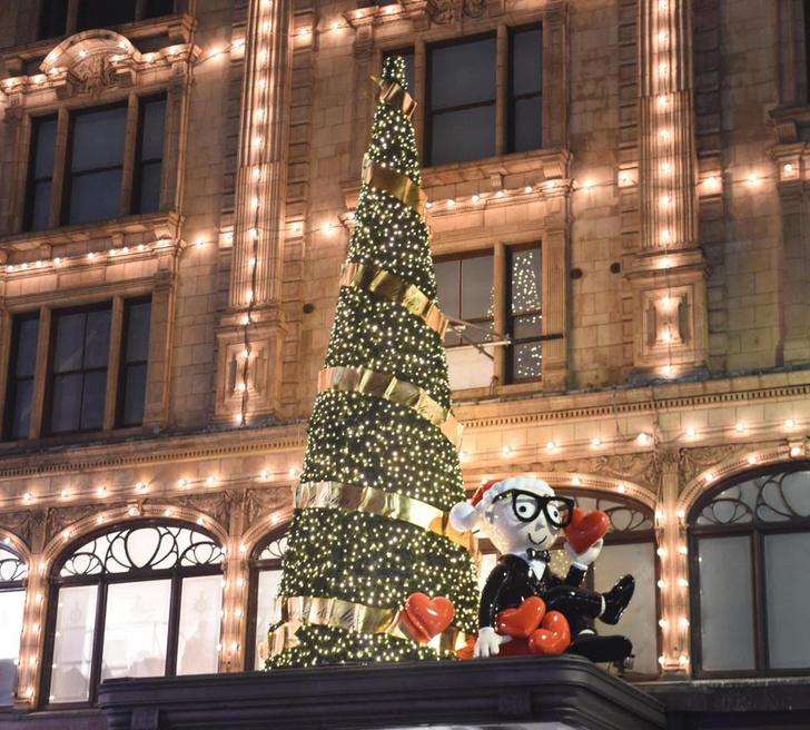Dolce & Gabbana украсили витрины британского Harrods к Рождеству фото [6]