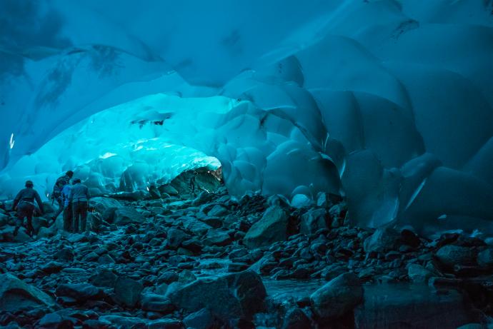 Ледяная пещера Менденхолл, Аляска, США