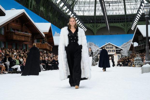 Последний показ эры Карла: Chanel RTW Fall 2019 (фото 10)