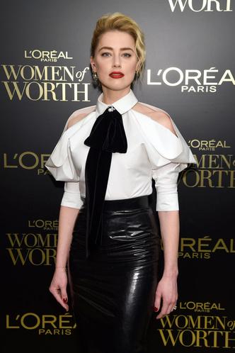 Кожаная юбка + белая рубашка: Эмбер Херд на вечере L'Oreal Paris (фото 1.1)