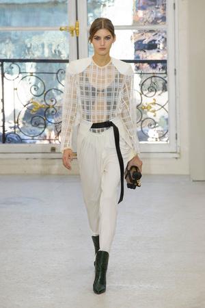 Показ Louis Vuitton коллекции сезона Весна-лето  2017 года Prêt-à-porter - www.elle.ru - Подиум - фото 613459